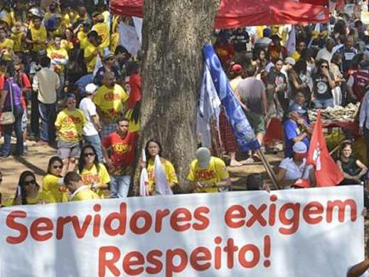 Trabalhadores do serviço público entram no STF contra calote de Temer