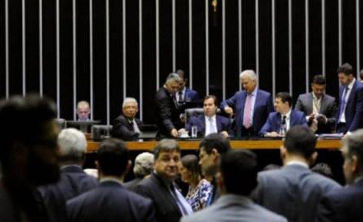 PL da securitização da dívida beneficia bancos, acusam deputados. Base e oposição obstruem votação
