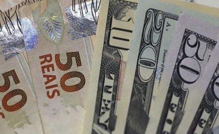 O dólar sofreu um ajuste no pregão frente ao real