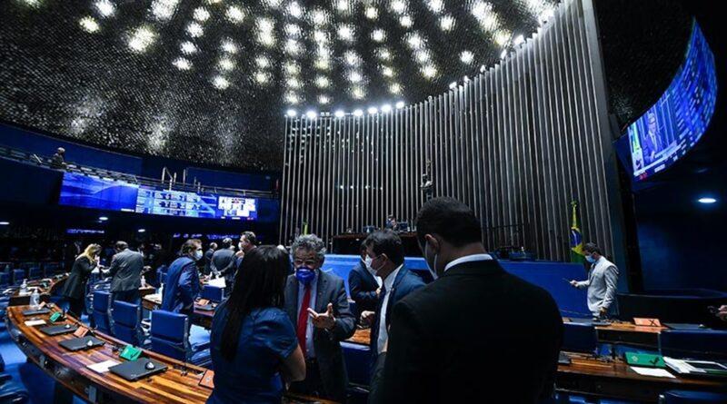 Com cortes de direitos dos servidores, Senado aprova proposta em dois turnos, com inclusão de estado de calamidade para concessão de auxílio emergencial de apenas R$ 250, por ínfimos quatro meses