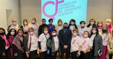 Diretora do Sispesp participa da revoada de balões do Outubro Rosa